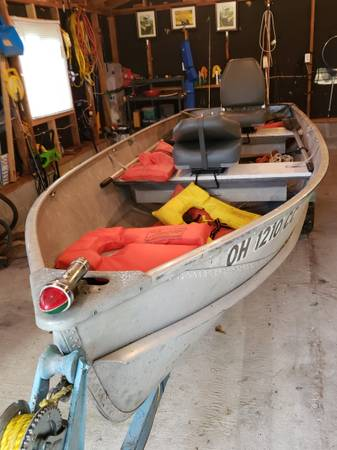 Photo Crestliner fishing boat - $1,250 (Malta)