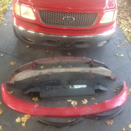 Photo Ford F-150 front end parts - $75 (Chillicothe)