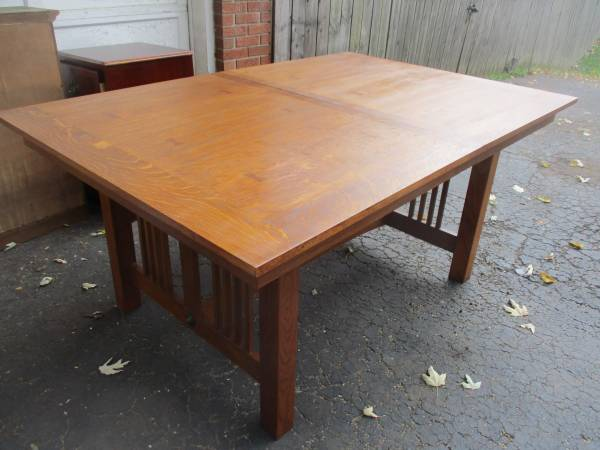 Photo Mission Oak Dining Table With Leaf And 6 Mission Oak Chairs - $495 (Fairborn)