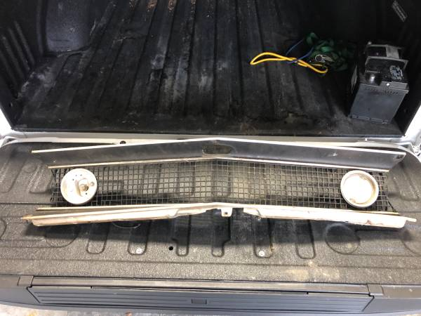 Photo Original 1967 camaro grill - $200 (Centerville)