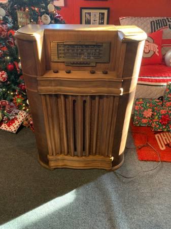 Photo RCA Victor 29k vintage radio - $300 (Lucasville)