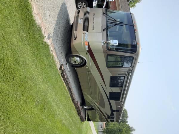 Photo Rv Newmar Mountain Air luxury motor coach - $45,000 (Piqua)