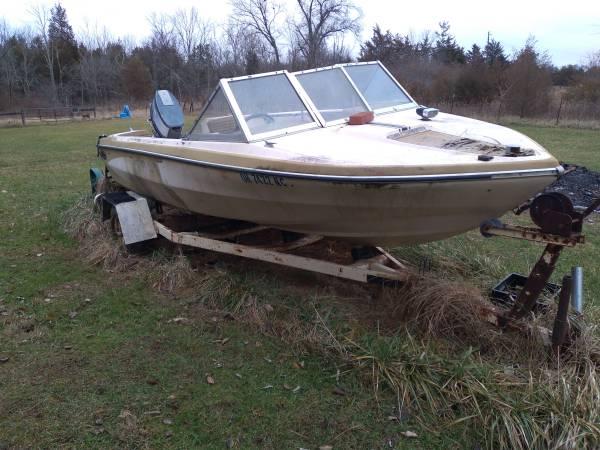 Photo 17 foot Glastron 40 horsepower Yamaha motor - $500 (Amelia)