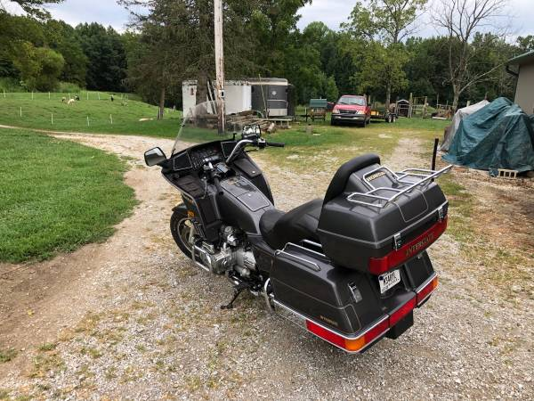 Photo 1987 Honda Gold wing interstate - $2,500 (Milan)