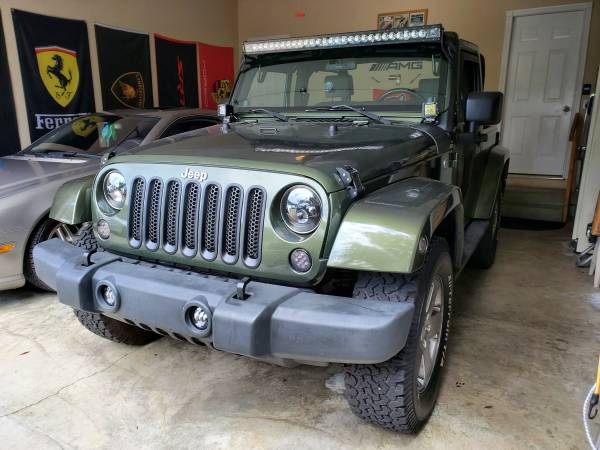 Photo 2007 Jeep wrangler Sahara 2 door hard top 6 speed manual - $14,000 (Fairfield)