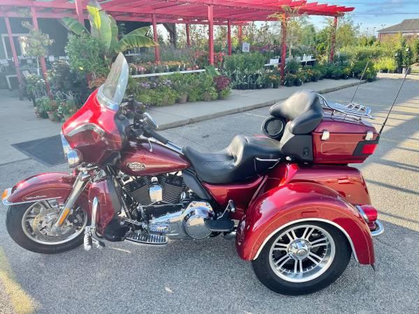 Photo 2009 Harley-Davidson FLHTCUTG Tri Glide Trike - $22,500 (West Chester)