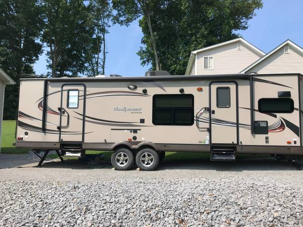 Photo 2015 Travel Trailer - $26,500 (Russell Springs)