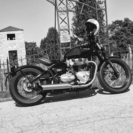 Photo 2017 Triumph Bonneville Bobber - $8,000 (Cincinnati)