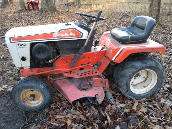Photo 7039s Simplicity Garden Tractor - $750 (Sardinia)