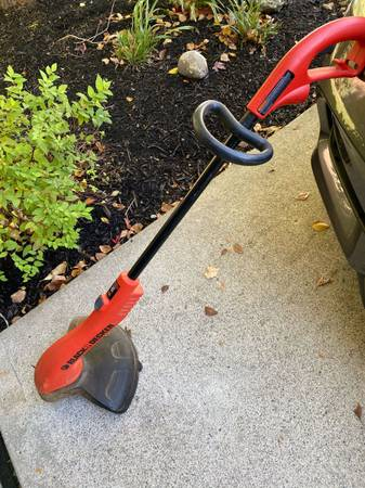 Photo Black and Decker Electric Weedeater - $28 (Mason)