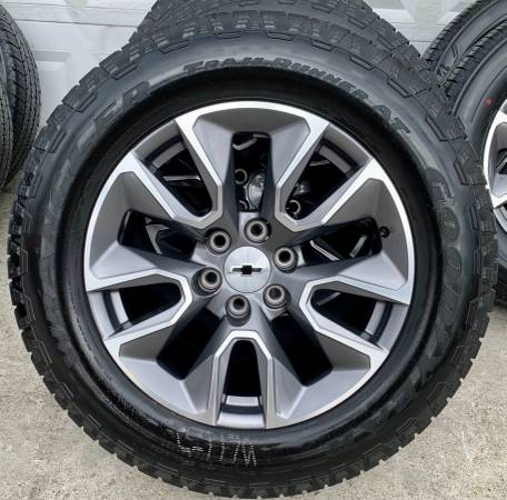 Photo CHEVY GMC Factory 20 inch Wheels with Goodyear AT Tires - $1,675 (Owingsville)