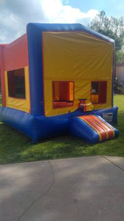 Photo Commerical Bounce house - $900