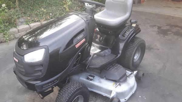 Photo Craftsman riding lawn mower - $900 (Milford)