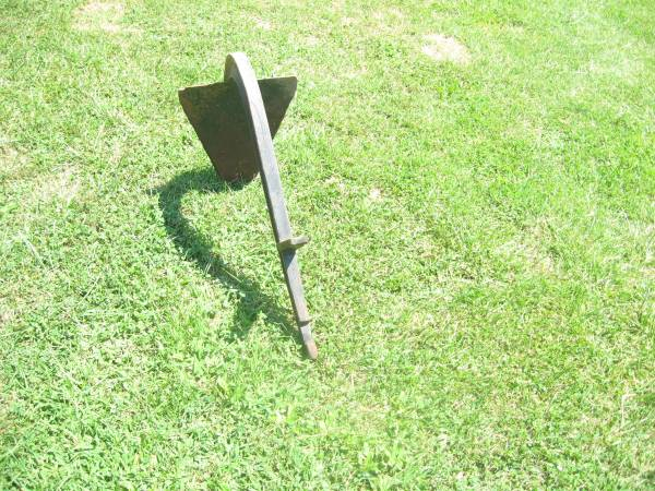 Photo Farmall Cub Fast Hitch Trenching Plow - $25 (NKY)