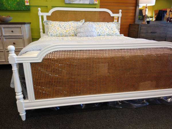 Photo GREAT BUYS ON NEW FURNITUREIN STOCK - $199 (WEST CHESTER)