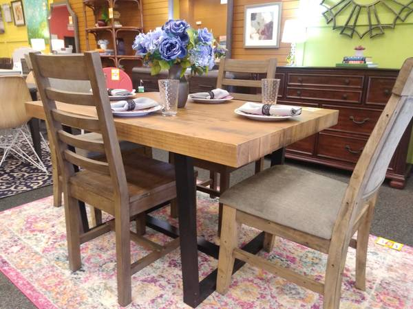 Photo GREAT BUYS ON NEW FURNITURESHIPMENTS ARRIVE WEEKLY - $199 (WEST CHESTER)