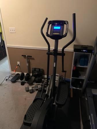 Photo Golds Gym elliptical machine - $100 (LEBANON)