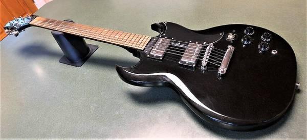 Photo Greg Bennett SG Style Guitar Like New (NKY)