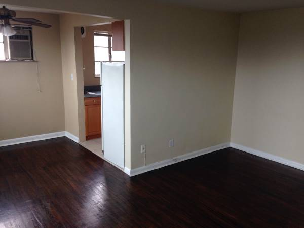 Photo HYDE PARK -ONE BEDROOM-FREE HEAT  WATER ATTACHED GARAGE (HYDE PARK)