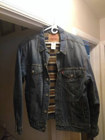 Photo LEVI JEAN JACKET - $25 (NORTH COLLEGE HILL)