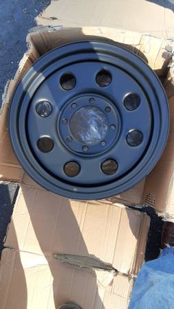 Photo Metal Truck rim brand new never used 8 lug chevy ford gmc jeep - $10 (618 Mt Moriah Dr, Cincinnati, OH 45245)
