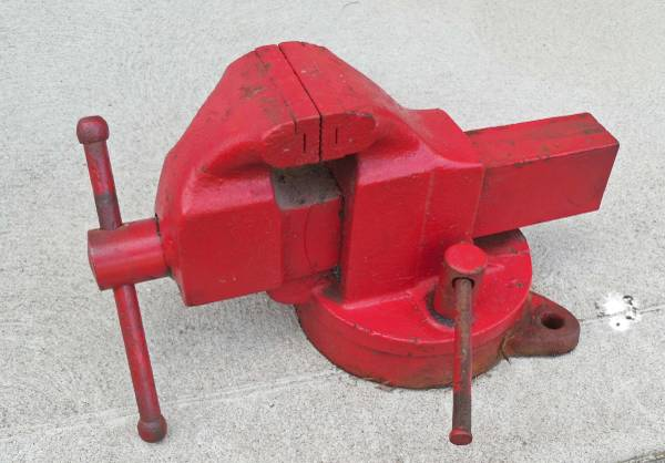 Photo Morgan, Chicago 130 bench vise - $50 (Anderson Twp.)