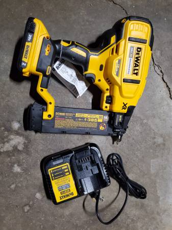 Photo NEW DeWalt 20v cordless 18ga brad finish nailer - $220 (ColerainCincinnati)