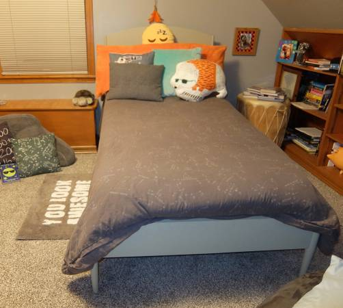 Photo Pottery Barn Twin Bed  GreenGuard Gold Mattress Excellent Condition - $200 (Fort Thomas)