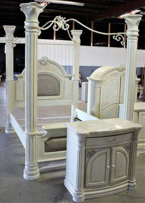 Photo QUEEN CANOPY BEDROOM AICO by Michael Amini Eden Paradisio collection - $2,500 (Clarksville)