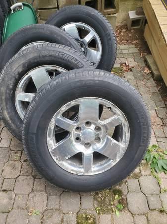 Photo ReDuCeD 6 lug chevy GMC denali wheels tires 18quot - $260 (ColerainCincinnati)