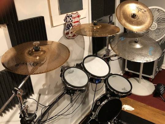 Photo Roland TD 12 drum Kit and Rack - $1,500 (Rising Sun)