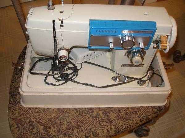 Photo SEWING MACHINES  NEW HOME  GOOD HOUSE KEEPING - $40 (FAIRFIELD OH)