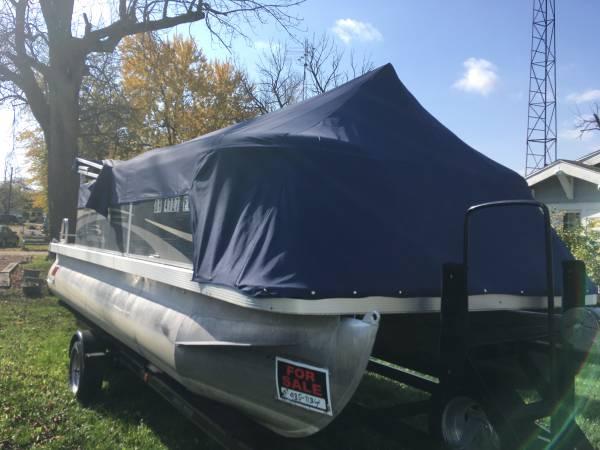 Photo Sharp 2011 Pontoon Boat with 4-stroke engine - $15,995 (Indian Lake Ohio)