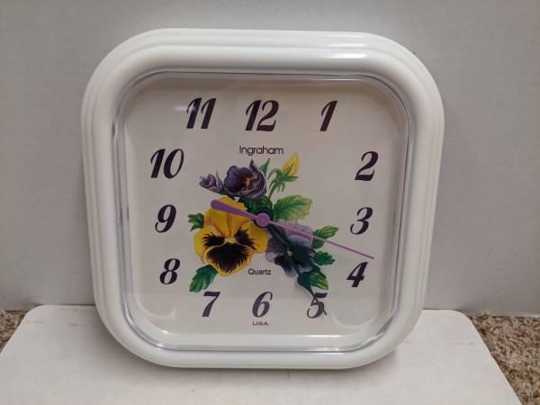 Photo Vintage Kitchen Wall Clock - $10 (Maineville)