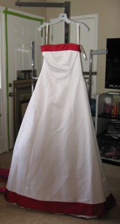 Photo WEDDING DRESSES WHITE with RED TRIM Sz 12 New - $200 (CINCINNATI - EASTGATE)