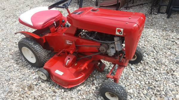 Photo WHEEL HORSE LAWN TRACTOR - $600 (Trenton)