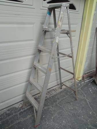 Photo Werner 639 Aluminum Step Ladder Type III Rated 200 lbs - $21 (Norwood)