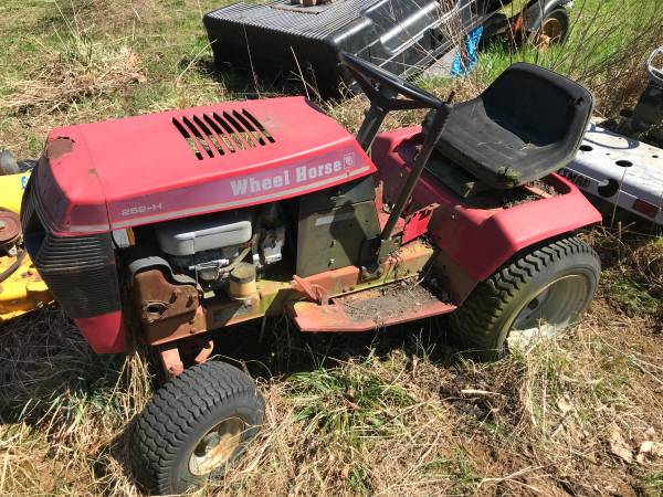 Photo Wheel Horse 252-H Lawn Mower - $300 (Independence, KY)