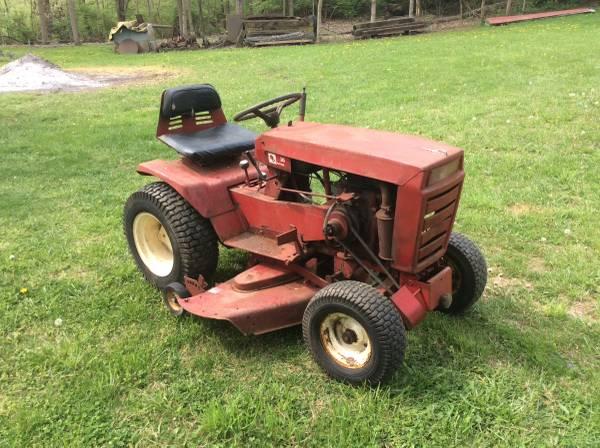 Photo Wheel horse tractor - $600 (Middletown ohio)