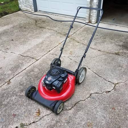 Photo Yard Machines 550EX 21quot 140cc Lawn Mower - Briggs and Stratton - $150 (Anderson)