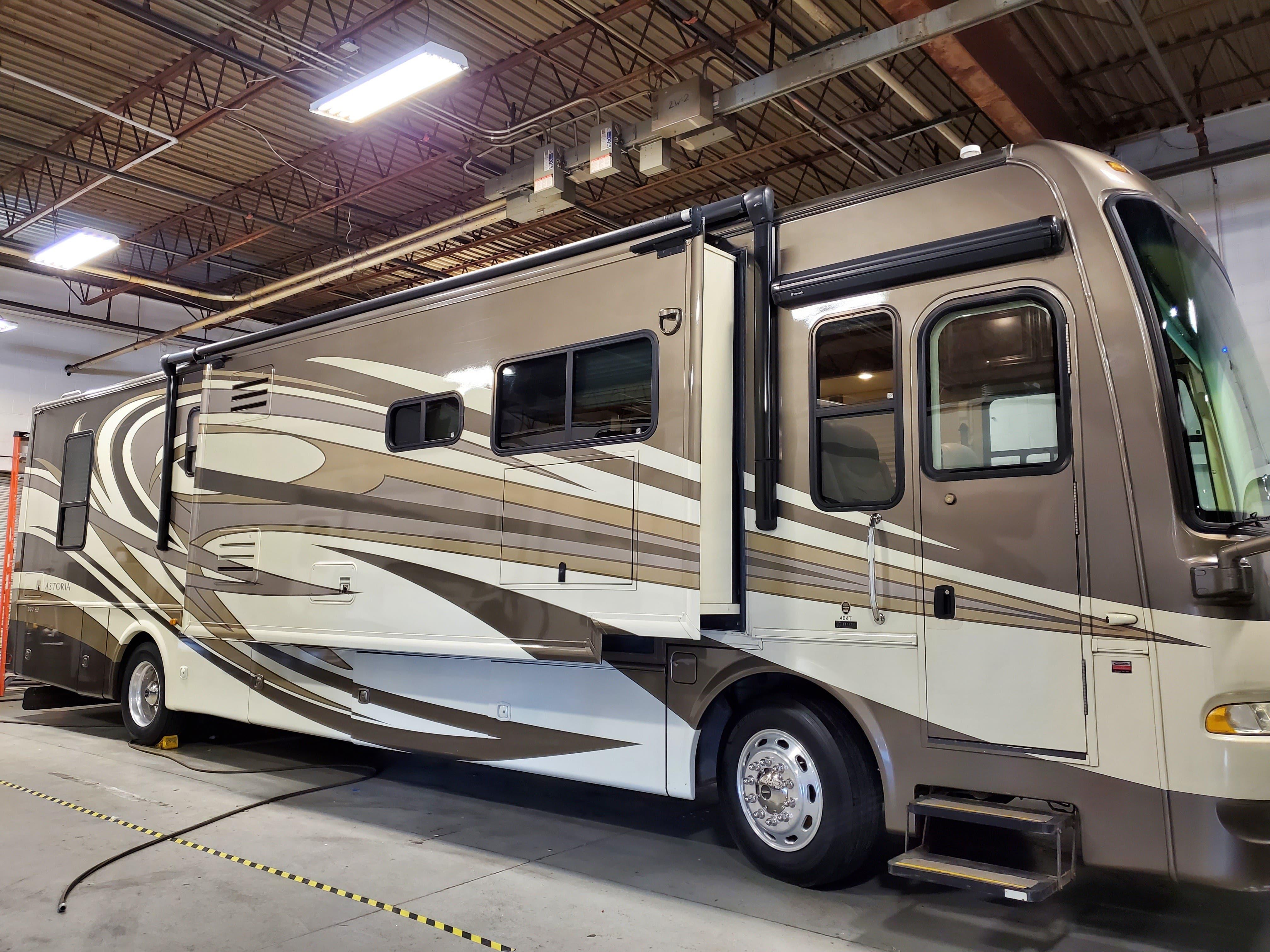 Photo 2011 DRV Mobile Suites 32RS $65600
