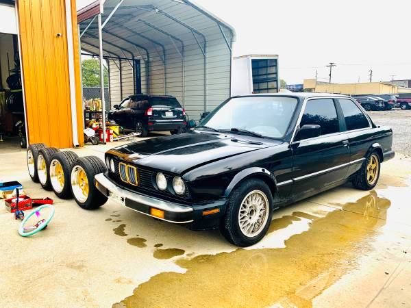 Photo 1987 BMW 325i 2DOOR COUPE 6-CyL 3.0 LITER FOR DRIFT - $8,300 (Clarksville)