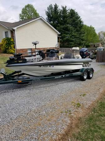 Photo 2000 Charger Bass Boat 295TF With 2010 ETEC Motor Rebuilt - $22,000 (Clarksville Tn)