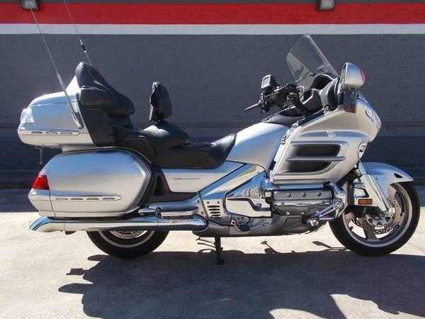 Photo 2007 Silver Honda Goldwing GL1800 - $7,500