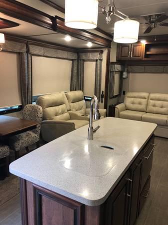 Photo 2018 Keystone 4039 Alpine Luxury 5th wheel - $52,500 (EvansvilleNewburgh)