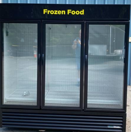 Photo 2021 True GDM-72F-HCTSL01 3 door glass commercial restaurant freezer - $4,000 (Joelton,TN)