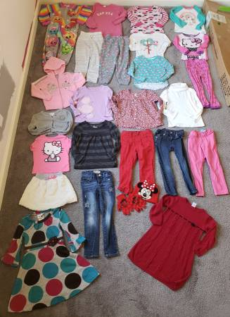 Photo 4t Winter and Spring Girls Clothes Lot - $75 (Tiny town rd clarksville)