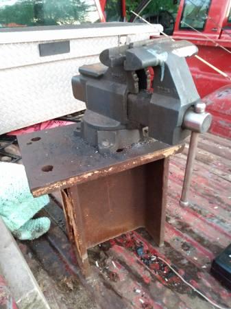 Photo 6quot Craftsman BENCH VISE - $100 (Evansville)