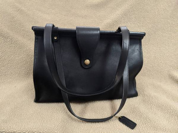 Photo BLACK AUTHENTIC COACH PURSE IN EXCELLENT CONDITION - $25 (Newburgh)