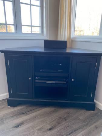 Photo Corner tv stand - $150 (Exit 1)